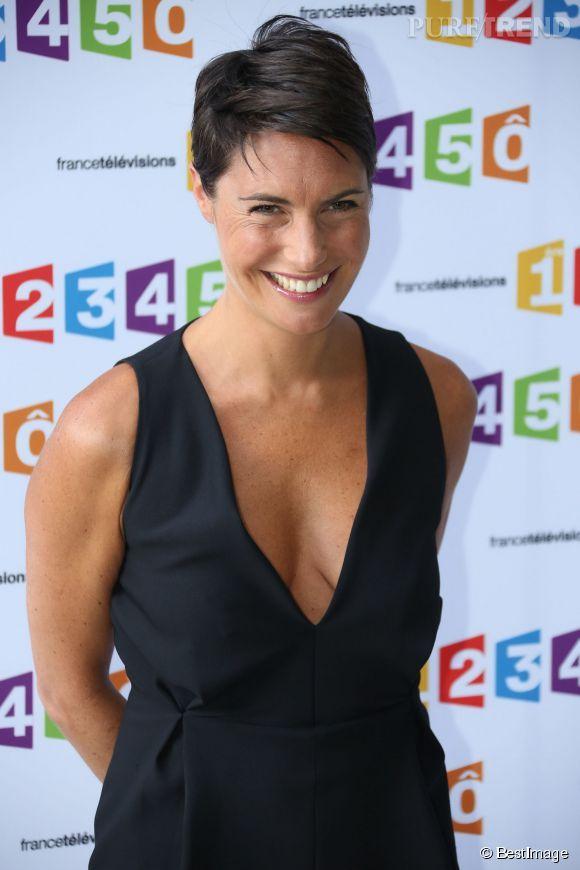 En 2012, Alessandra Sublet ose le décolleté mais avec des cheveux encore