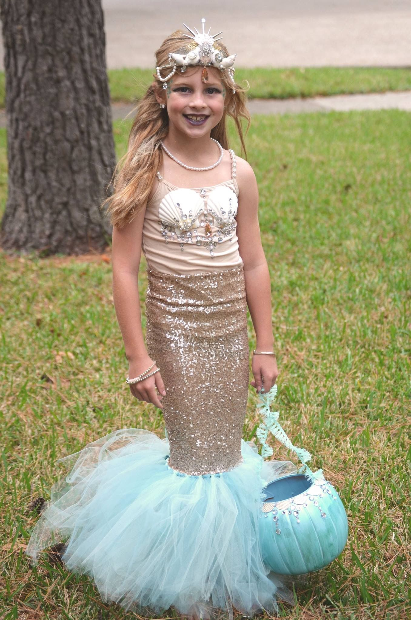 Diy mermaid costume childrens halloween costume mermaid crown diy mermaid costume childrens halloween costume mermaid crown mermaid skirt mermaid top solutioingenieria Image collections