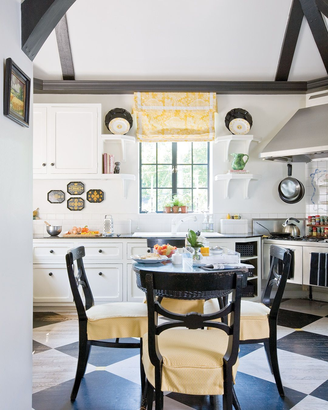 See Inside Designer Kelley Proxmire S Graceful Home Southern Home Magazine House And Home Magazine Southern Homes Luxe Interiors