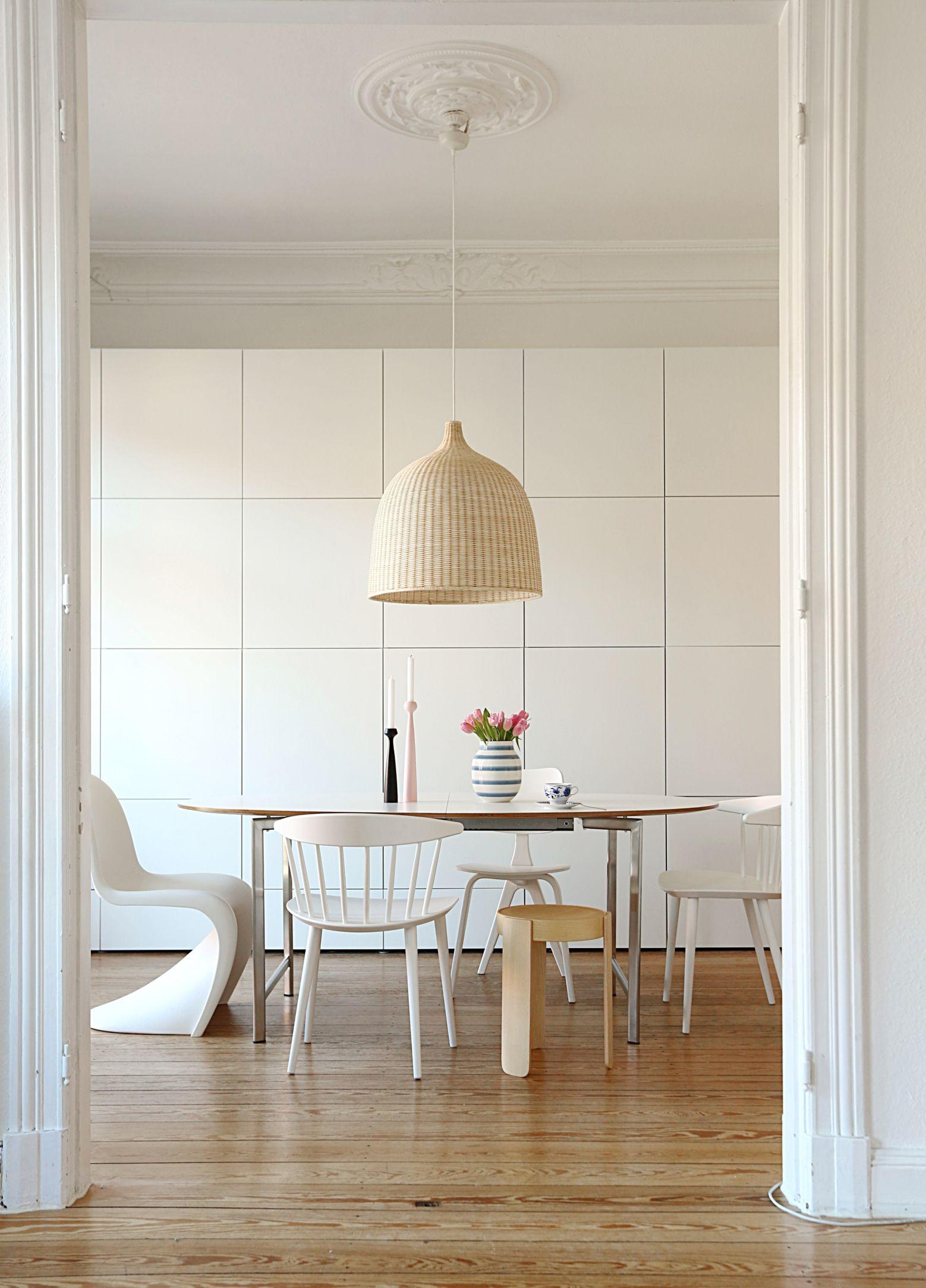 Esszimmer Esstisch Bolia Weiß, Ikea Leuchte, Weiß, Helles Holz, Korb,  Naturtöne