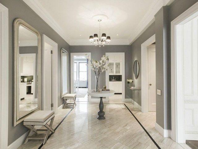 peinture couloir et entree grise portes et cadres blancs et sol en marbre