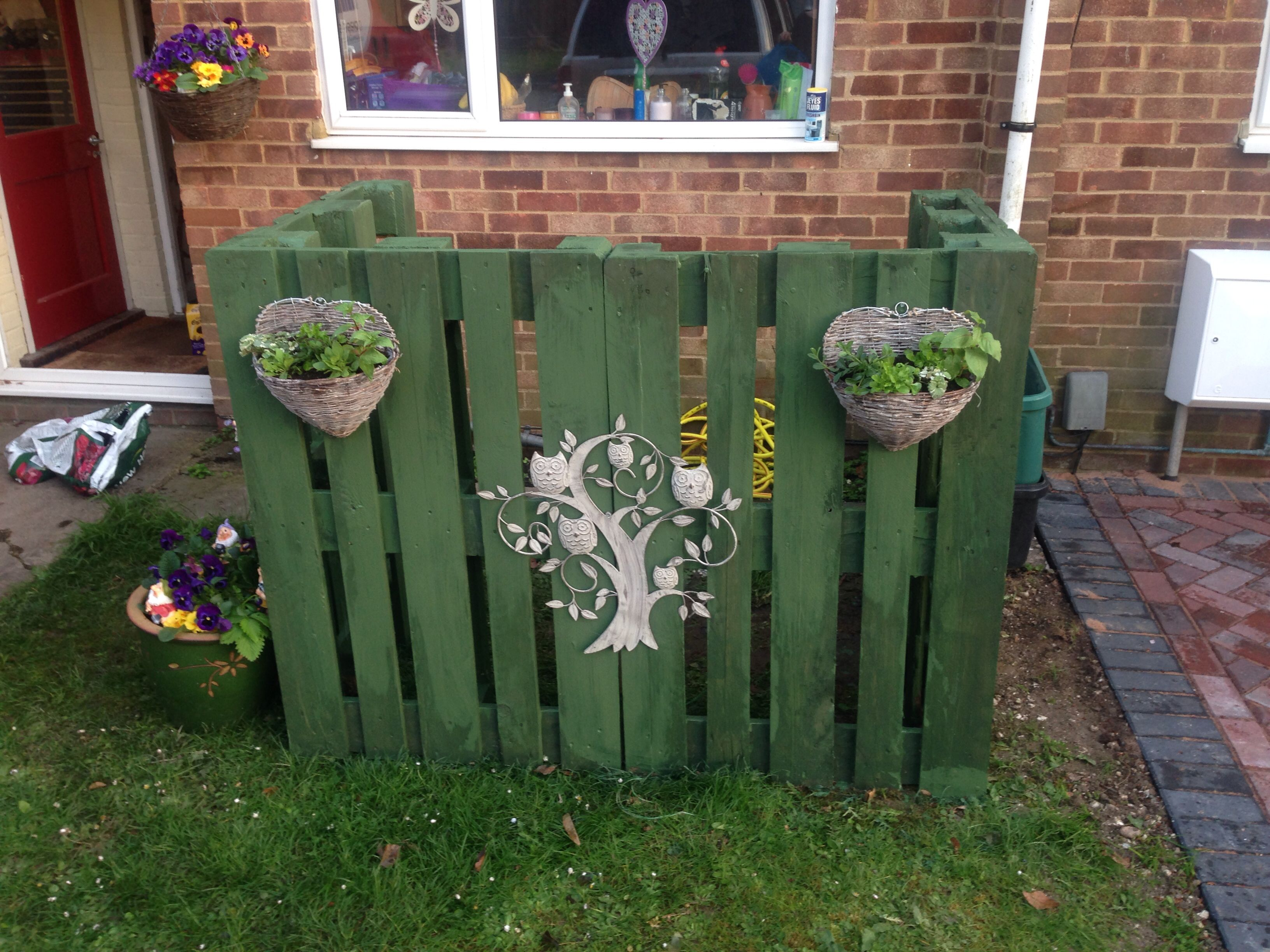 wheelie bin screen made with pallets | tuingoed | pallets