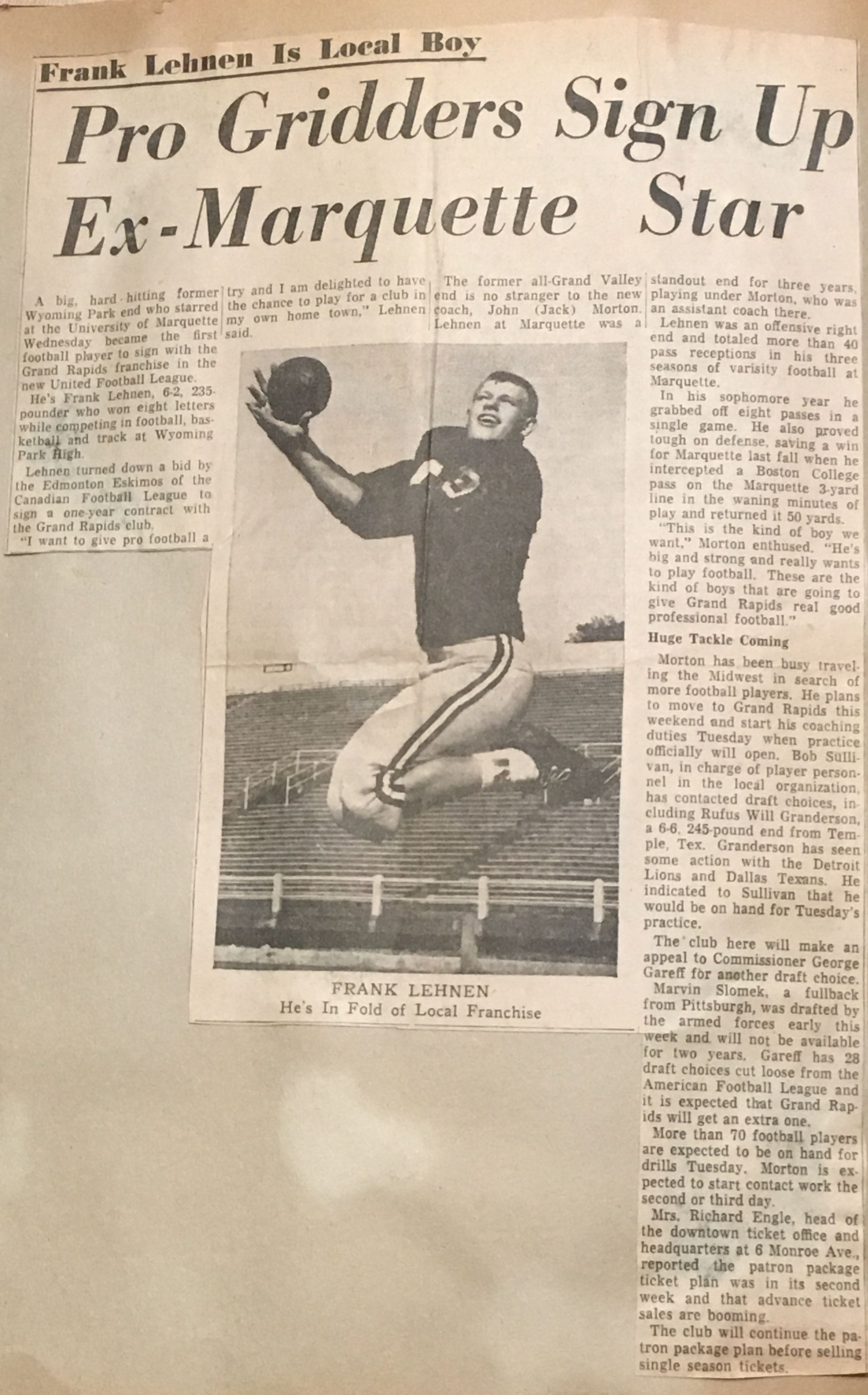 Marquette University S Frank Lehnen Catching A Pass For The Grand Rapids Shamrocks 1962 Marquette University Grand Rapids Grand Rapids Michigan