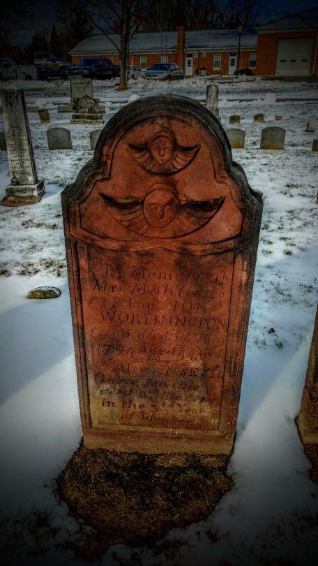 En la memoria de una madre y su hijo. Seth murió en marzo de 1793. Pero entonces su madre, María, que pasó apenas un año y dos meses más tarde, 1 de mayo, 1794.