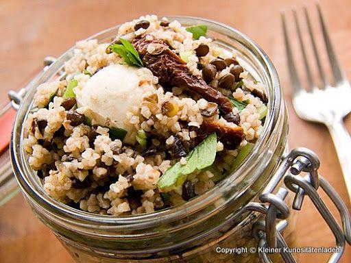 Bulgur-Linsen-Salat mit Mozzarellabällchen