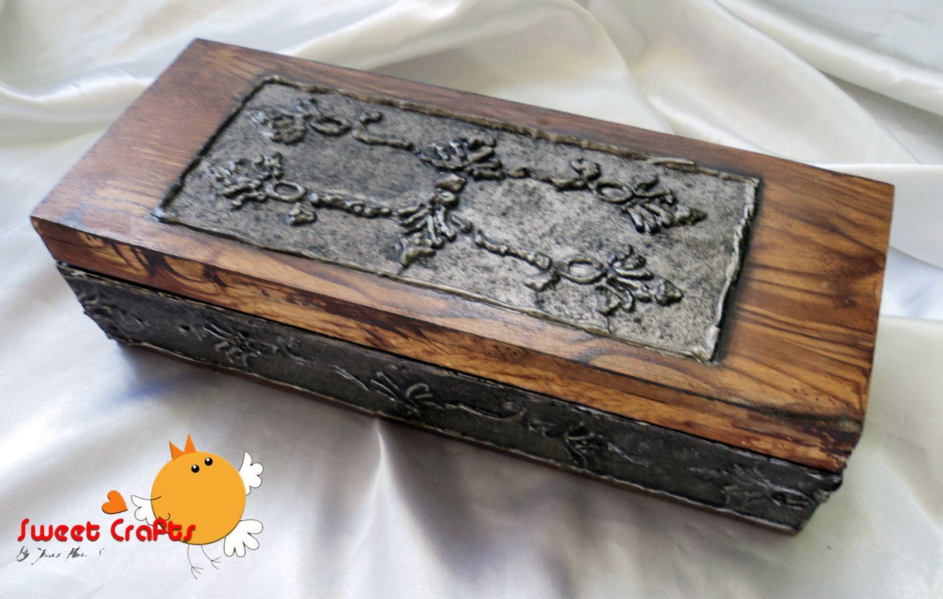 $15  Caja con repujado  Estilo de una caja antigua con imitacion de repujado