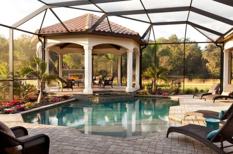 Gazébo et abri soleil  des idées pour jardin avec piscine Jacuzzi - photo d amenagement piscine