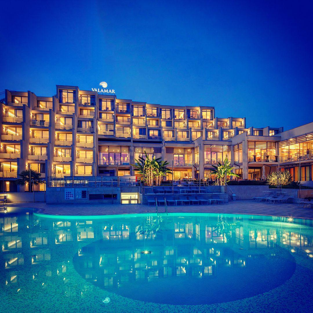 Das Valamar Zagreb Hotel In Porec Ist Eines Der Beliebtesten Hotels Bei Unseren Stammgasten Die Sogenannte Riva Hochburg Zeichnet Sic Croatia Pure Products