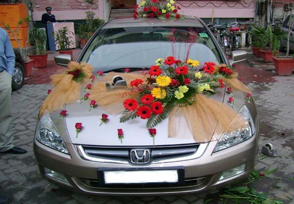 Make Her Feel Over The Moon With Outstanding Wedding Car Decoration