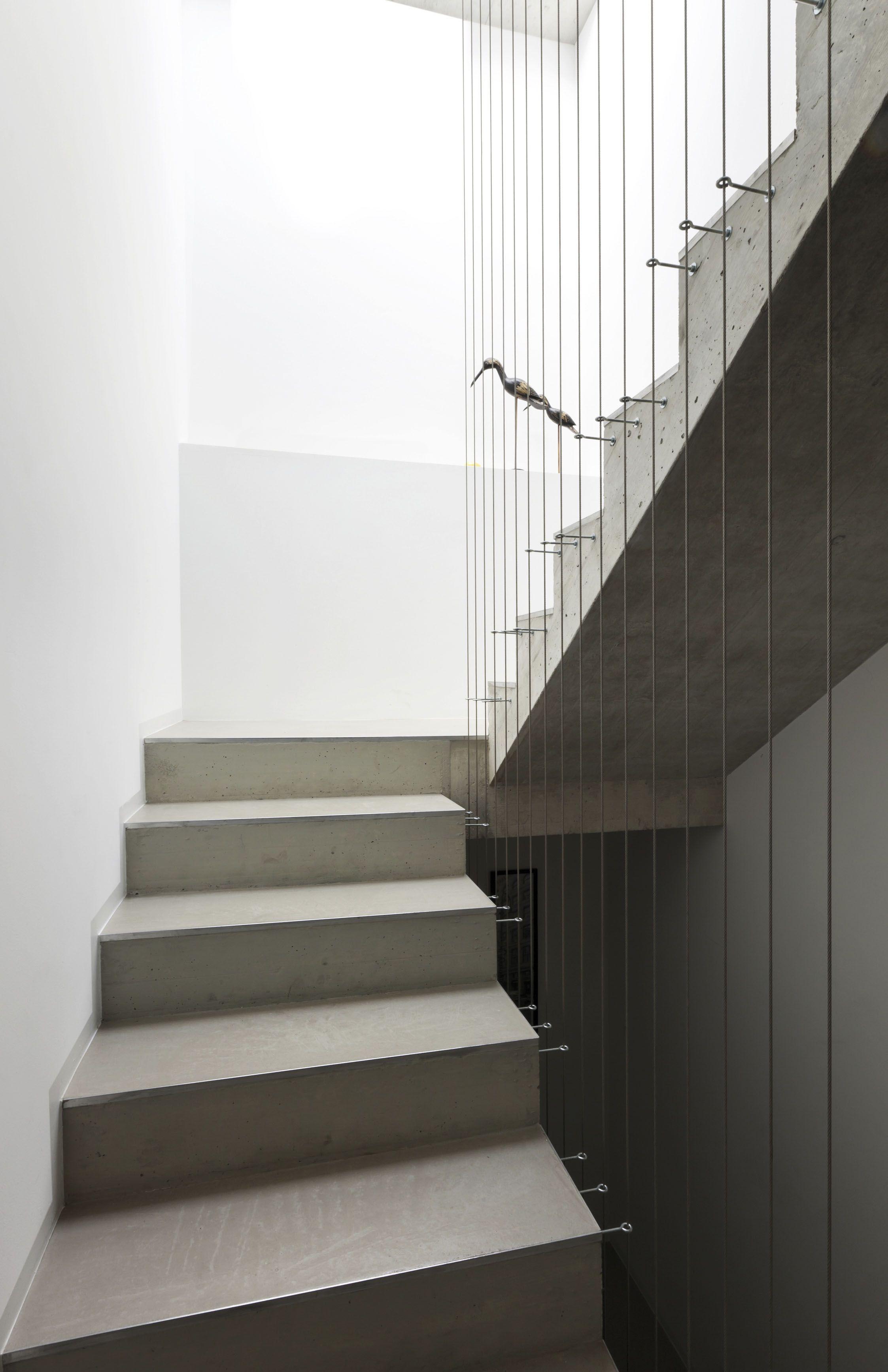 Interiordesign stairs interiors minimal elegance - Escaleras de cemento para interiores ...