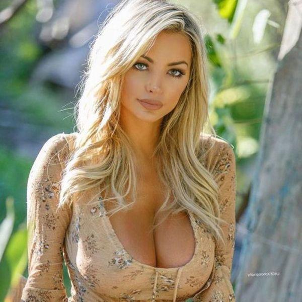 Lindsey pelas sexy