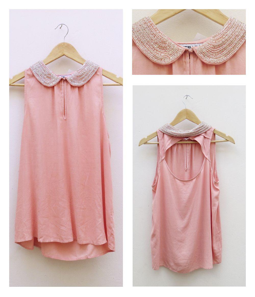 Blusa rosa pálido con cuellera peter pan bordada. Detalle de espalda ...