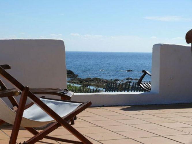 vente maison de vacances pieds dans l 39 eau ile d yeu au bord de l 39 atlantique pinterest. Black Bedroom Furniture Sets. Home Design Ideas