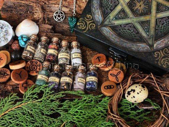 Witchcraft Starter Kit, Wicca Herbs Box Pentacle Wicca Starter KIT, Wooden Pentagram Box, Witches Runes, Herbs, Crystals, Altar Wiccan Decor #wiccandecor