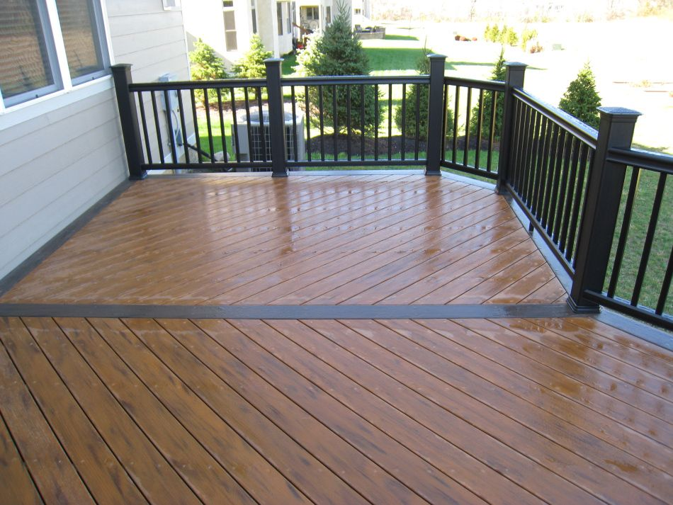 Two Toned Deck Staining This Deck Uses Two Shades Of The Earthwood