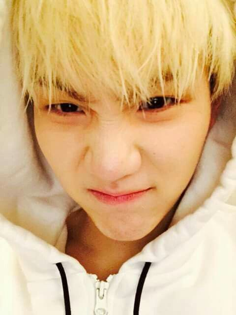 He looks so nice in this picture | Twitter suga : Gracias Chile!!