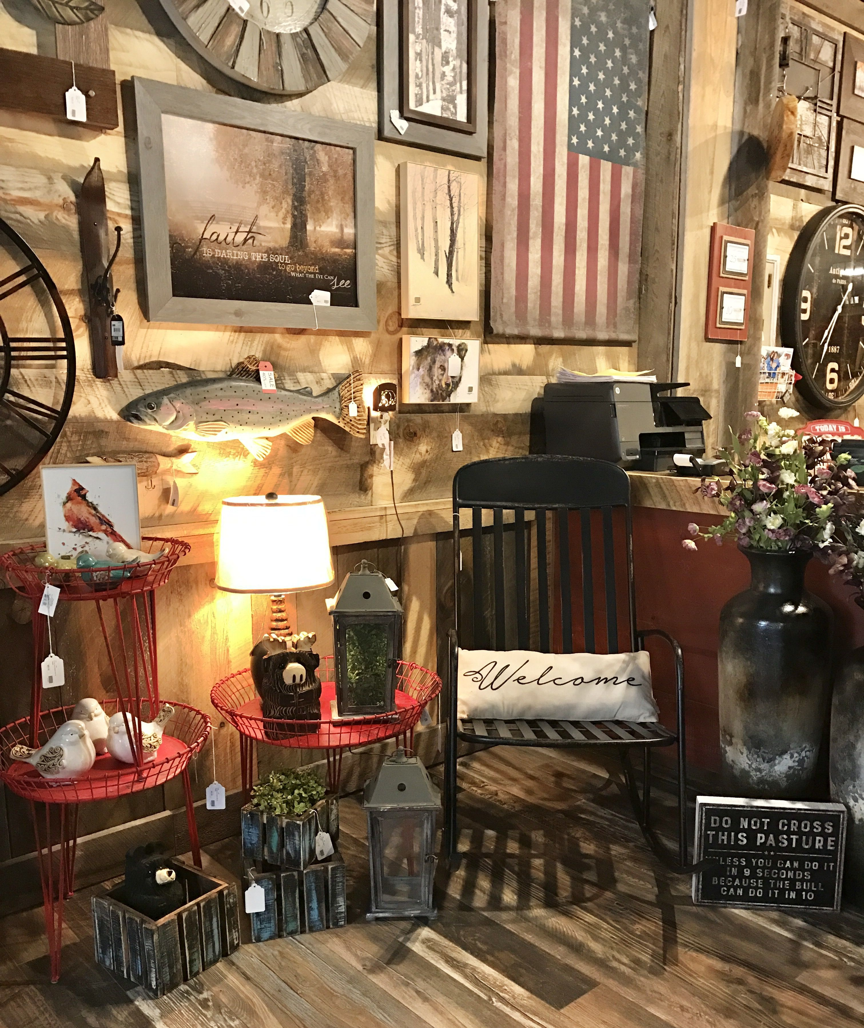 Rustic Cabin Lodge And Home Décor In