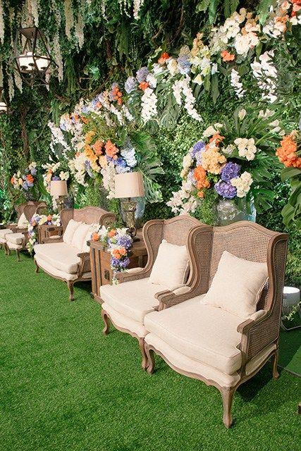 Pernikahan nadia dan wawan yang berlokasi di hotel dharmawangsa pernikahan nadia dan wawan yang berlokasi di hotel dharmawangsa ini sangatlah cantik karena tema indoor garden junglespirit Gallery