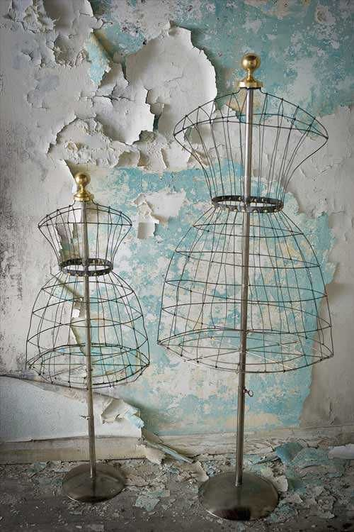 wire mannequins are cute but the wall is stunning | .. antiquities ...