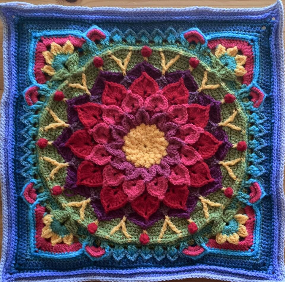 Enchanted Garden Tote avail via Ravelry