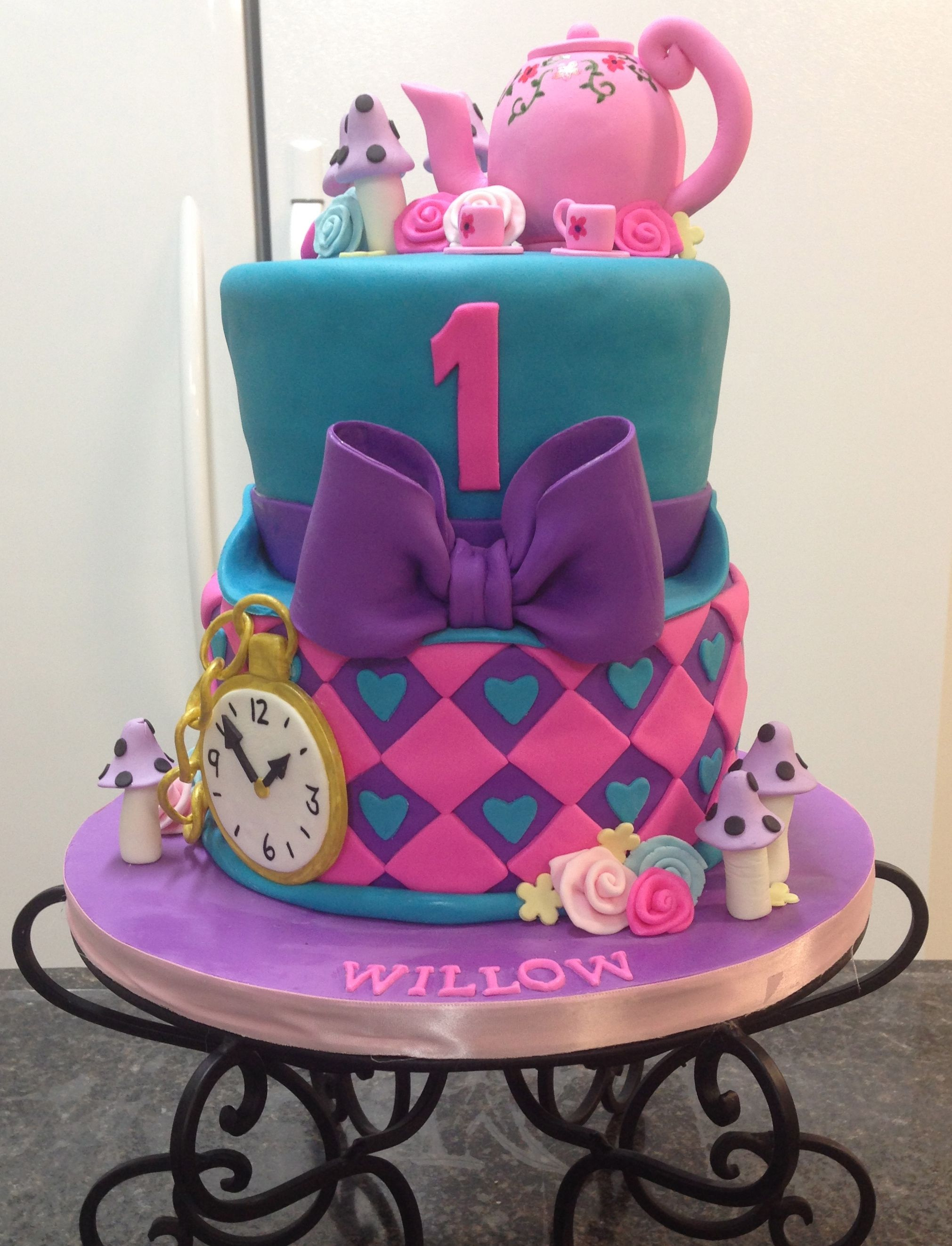 Mad Hatter First Birthday With Images Mad Hatter Cake Alice