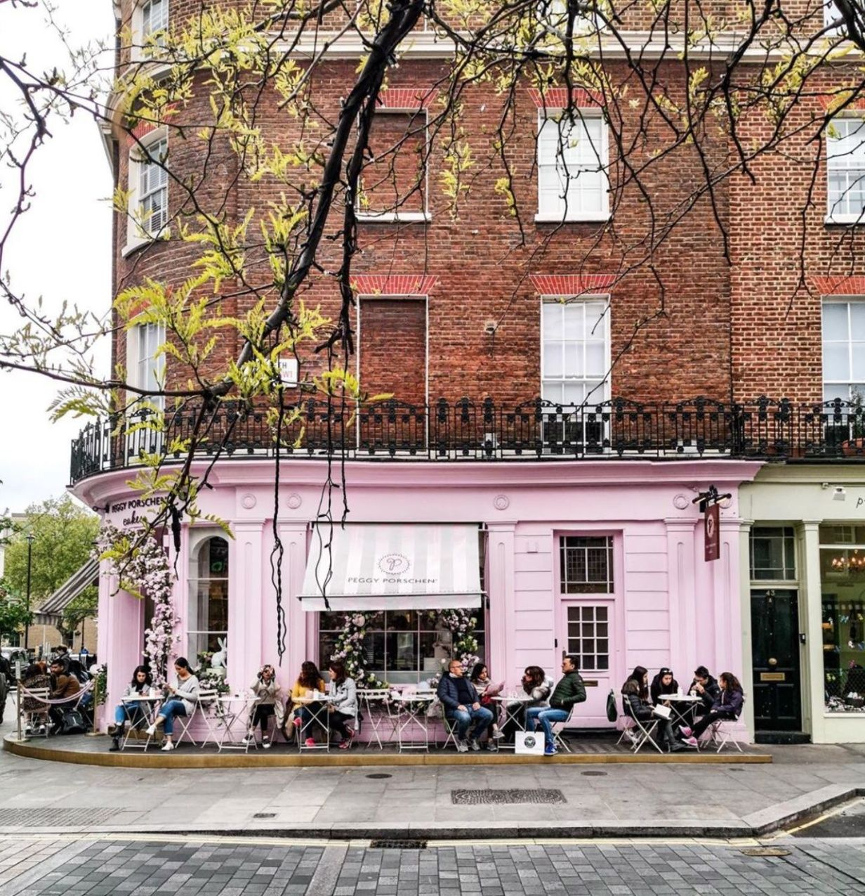 Spots In London Every Minimalist Should Know London Neighborhoods London Place To Shoot