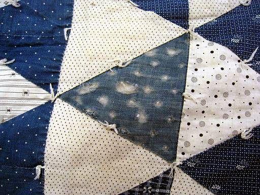 El patchwork es una técnica especial, con la cual puedes realizar creaciones originales y especiales. Para lograrlo, te daré las instrucciones de cómo hacer un cuadrado con retazos de tela paso a paso. ¡No te los pierdas!