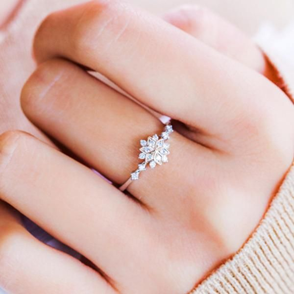 The Little Snowflake Ring 10