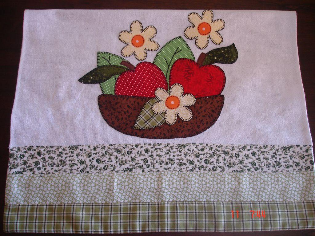 Toalha de louça cesta com flores e maçãs
