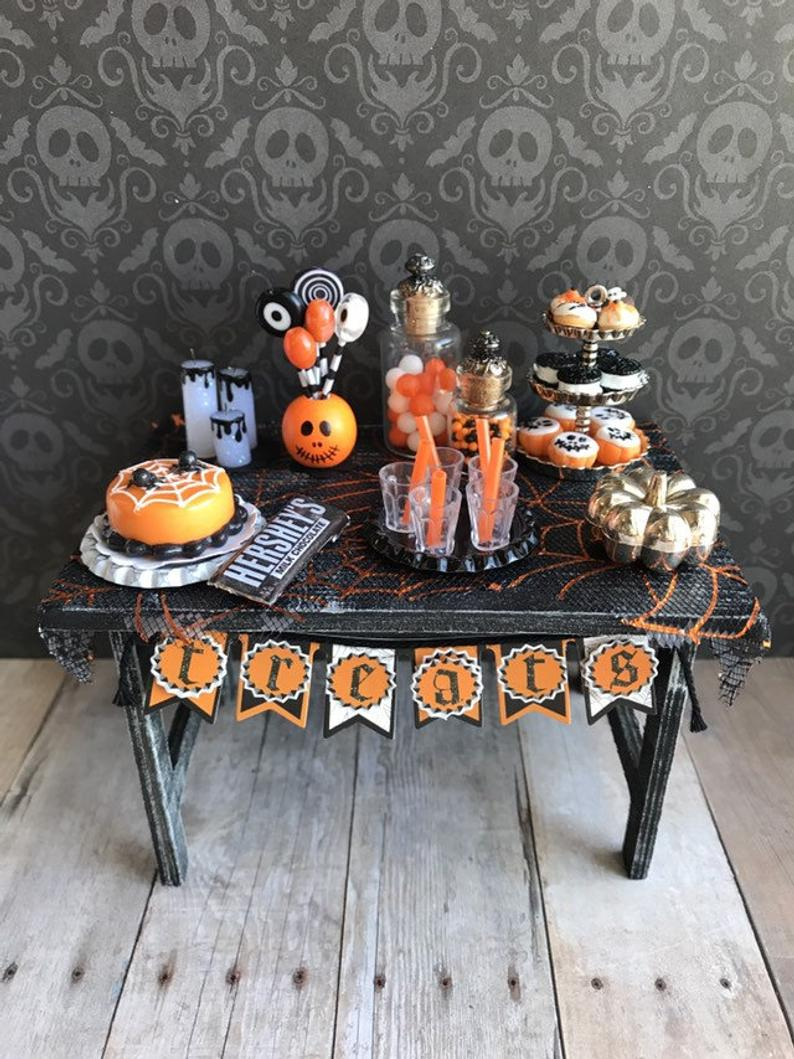 Miniature Halloween party table, haunted dollhouse accessories, dollhouse food and drinks #dollhouseaccessories Miniature Halloween party table haunted dollhouse | Etsy #haunteddollhouse