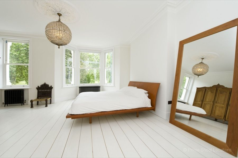 A spacious white renovated house opposite Regents Park with a knock