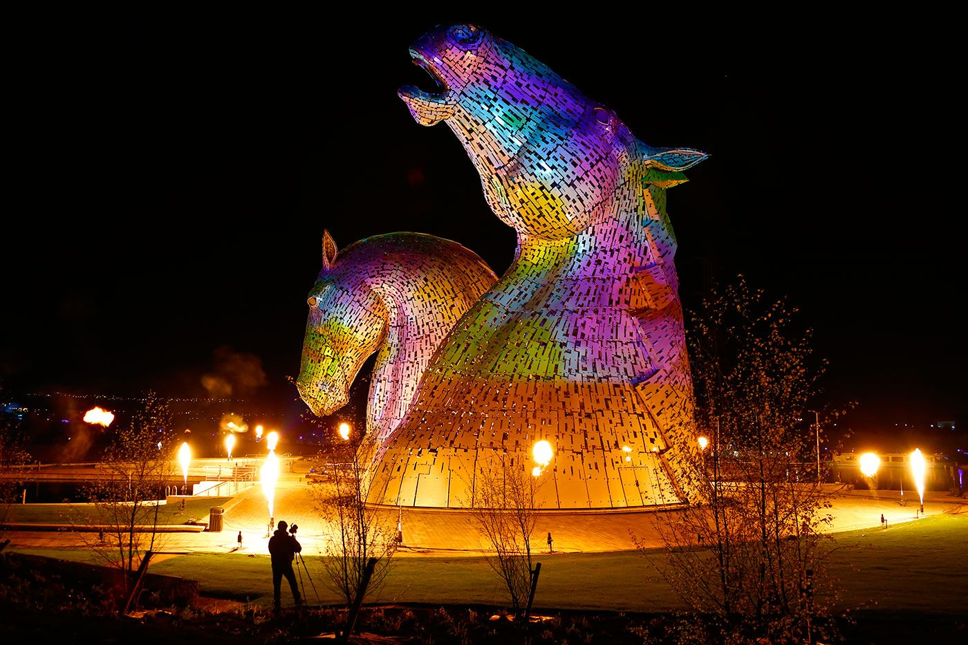 Gorgeous Photos Of The Kelpies Art Installation In Scotland I - Amazing horse head sculpture lights scottish skyline