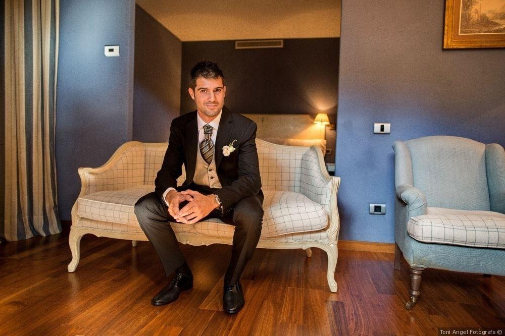 ¿Quieres esperar a la novia con tanta elegancia? Nosotros te vestiremos a medida #bride #groom #wedding #weddings #bodas #novio #traje #boda #suits #suitup #suit #bridestyle #groomstyle 📷 Toni Angel Fotògrafs