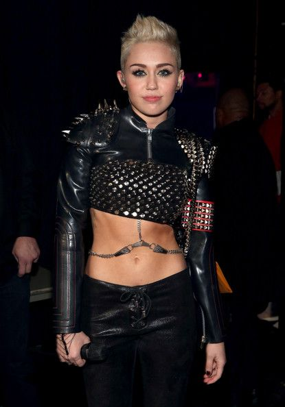 Miley Cyrus LOOK AT HER STOMACH