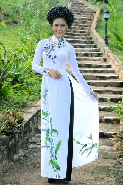 Ao Dai Cuoi Cach Tan - WR391 / Love is like playing the piano. First you must learn to play by the rules, then you must forget the rules and play from your heart :) / http://aodaihoanguyen.com/ao-dai/ao-dai-cuoi-cach-dieu/chi-tiet/3951-ao-dai-cuoi-cach-dieu-wr391#.UICvyKNKY80