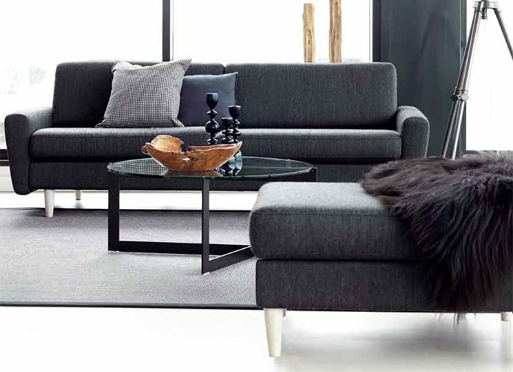 Hjellegjerde Home sofa 3 seter duo pillows. Arm 3, leg no 2. Spinnaker sofa table.