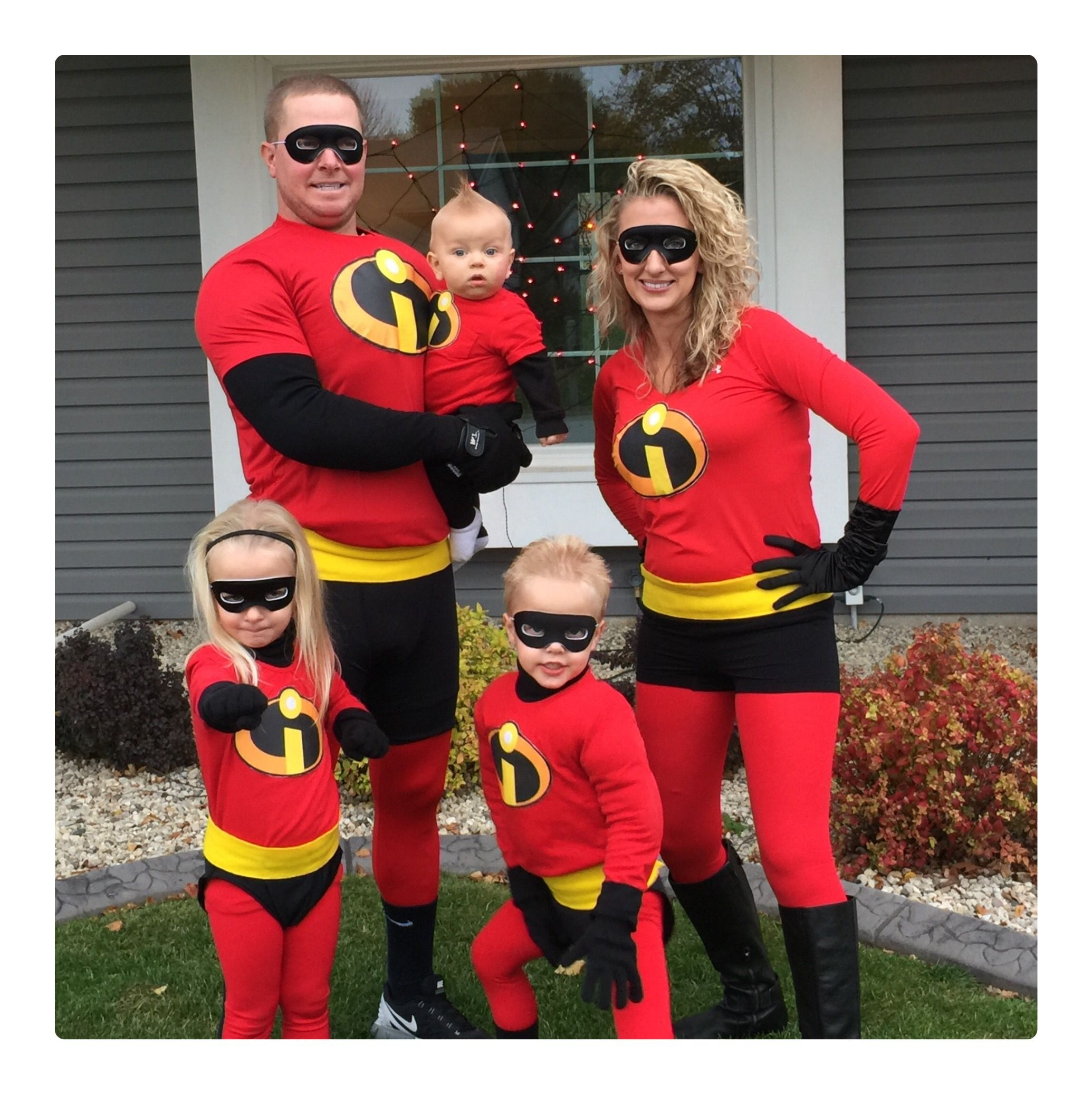 Halloween Trick Or Treat The Incredibles Family Costume Family Of 5 Family Halloween Costumes Disney Halloween Costumes Incredibles Costume Family