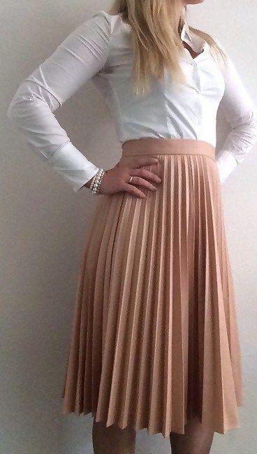 pleated Zara skirt business