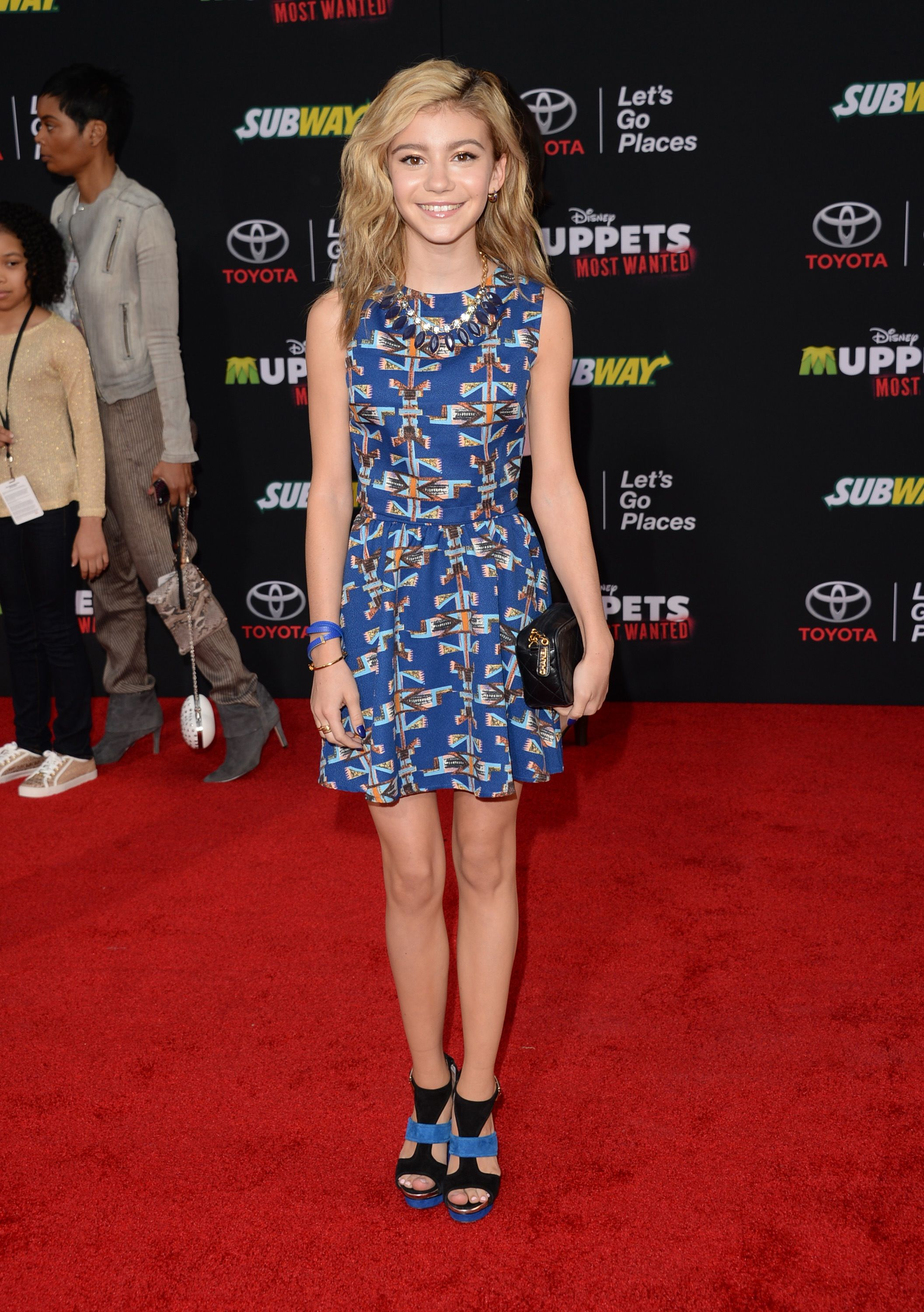 G hannelius bold blue printed outfit celebrity outfits