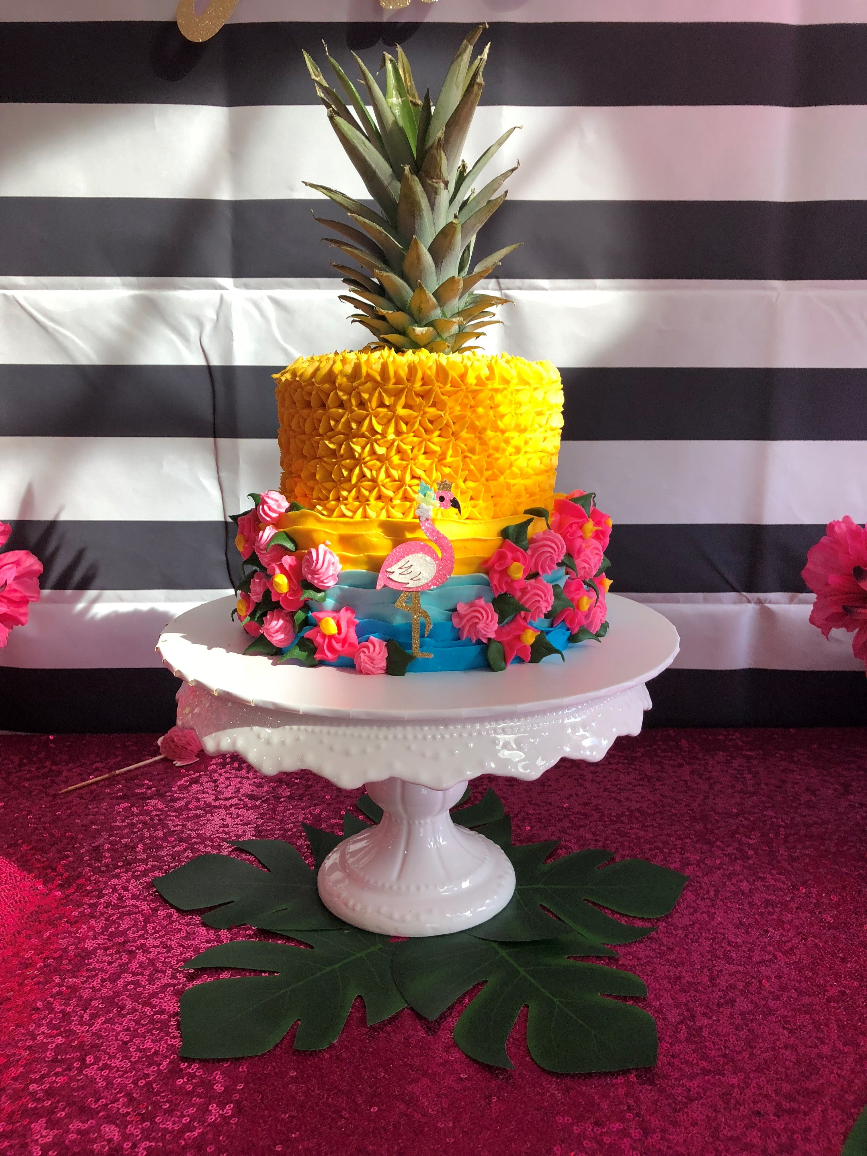 Layer cake decorated like a pineapple. | Birthday cake ...