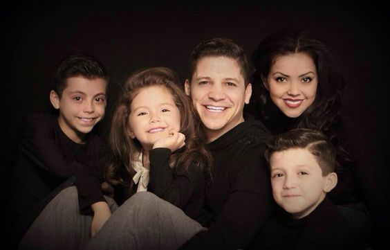 Family Picture Black Background Photography Low Key Black Background Photography Low Key Portraits Family Christmas Pictures