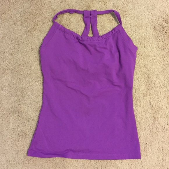 PrANa Yoga Top EUC. Perfect for yoga, Pilates or any other workout. Shelf bra built in. Super comfy. Size medium but fits like a small. prAna Tops