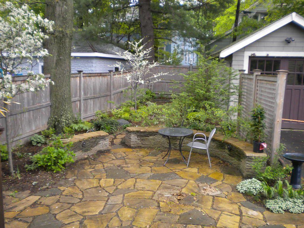 small suburban yard   Small backyard gardens, Landscape ...