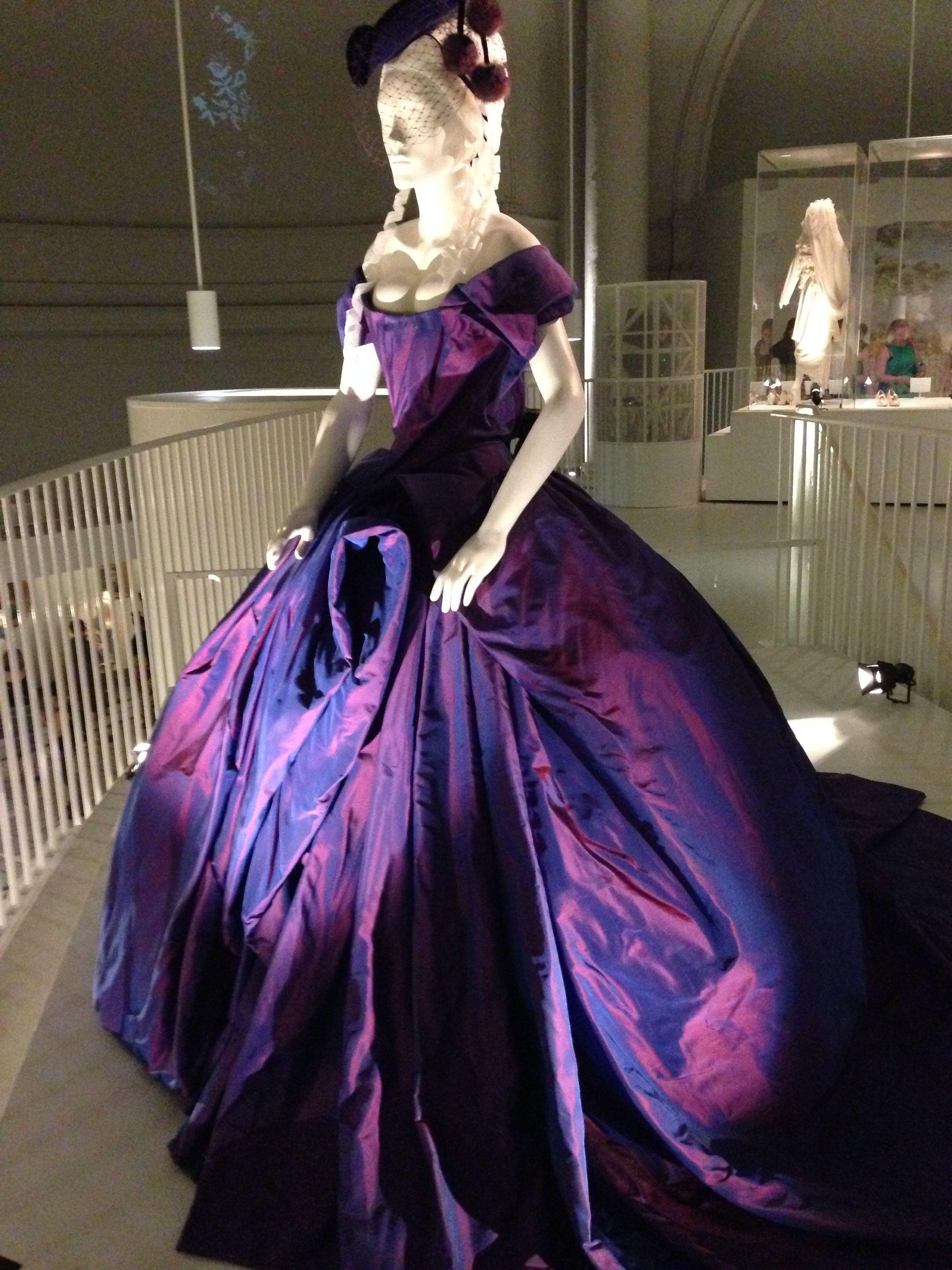 Dita Von Teese Wedding Dress V A Gelinlik Elbise Modelleri Kadin Modasi