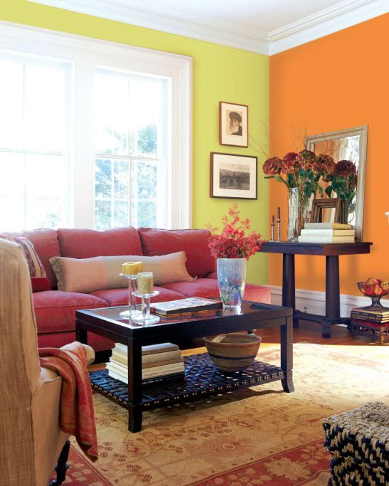 Green and orange walls in living room. Photo Akzo Nobel