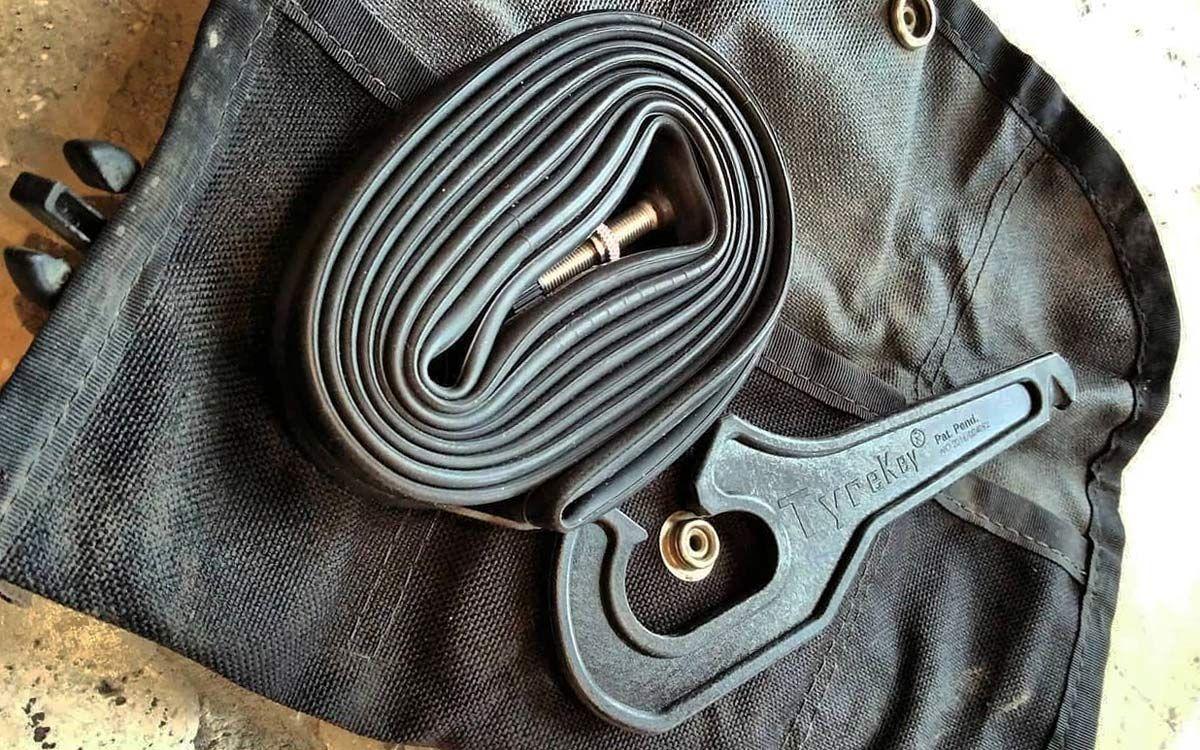 TyreKey No-pinch tyre lever tool