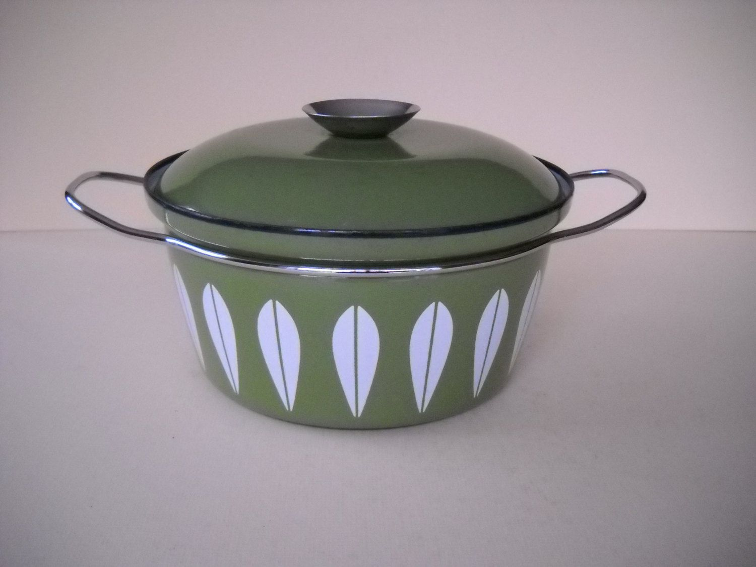 Cathrineholm Norway Lotus Green And White Enamel Stock Pot Dutch Oven Cookware Emalj