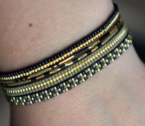 Artículos similares a un conjunto de 5 pulseras hechas a mano con cierre chapado en oro Miyuki Pearl en Etsy