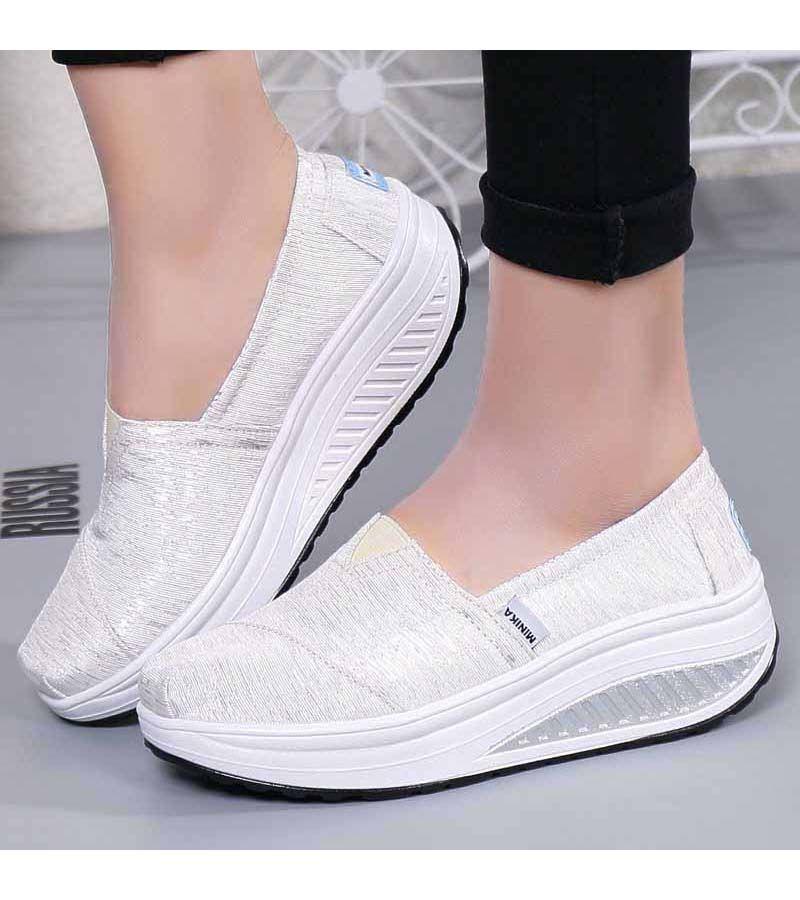 Women S White Slip On Rocker Bottom Sole Shoe Sneakers Stripe Pattern Lightweight Casual Leisure Occa Zapatos Comodos Zapatos Comodos Mujer Zapatos Adidas