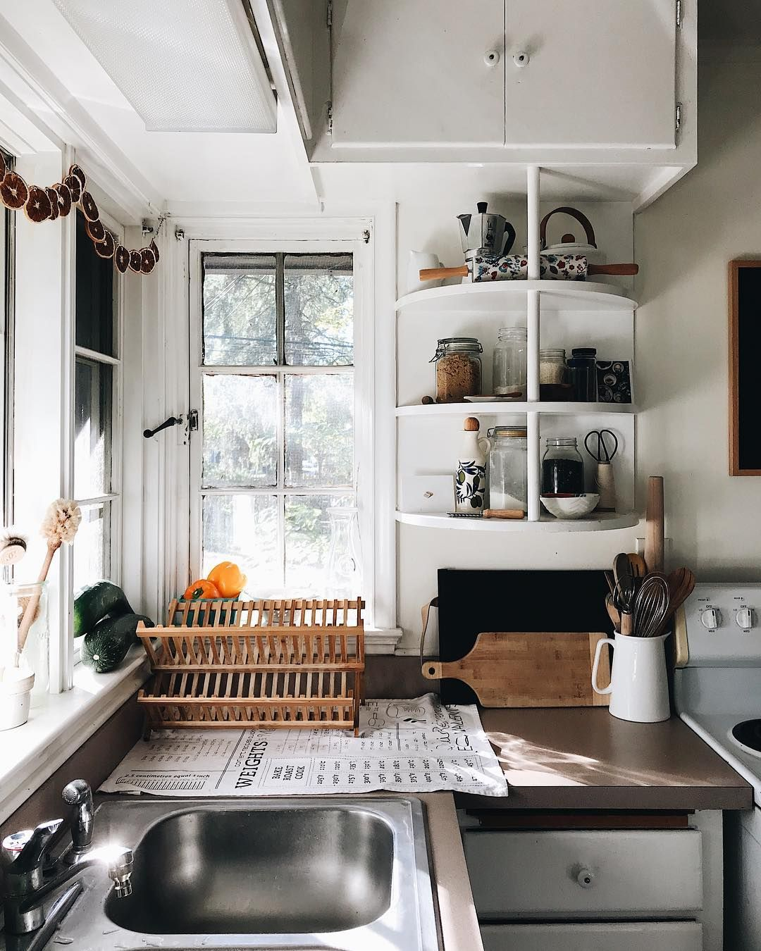 White slabs homes and interiors in pinterest kitchen home house also rh